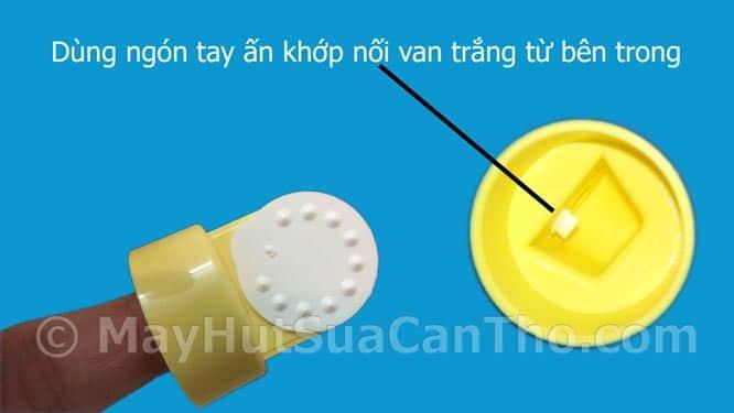 huong-dan-ve-sinh-van-may-hut-sua-Medela-dung-cach-khong-bi-rach